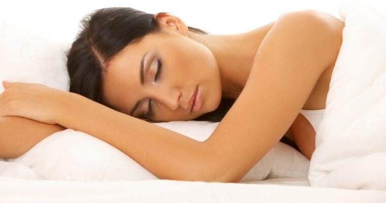 Somnul de frumuseţe – câte ore sunt necesare pentru a ne menţine tinere?