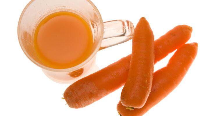 Ulei de morcov bio – menţine pielea tânără şi elimină ridurile