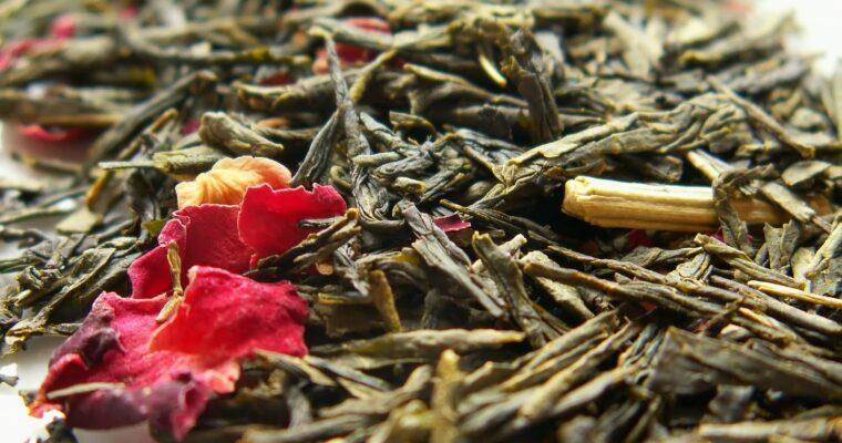 Apa florală de ceai verde – loţiune tonică pentru orice tip de ten