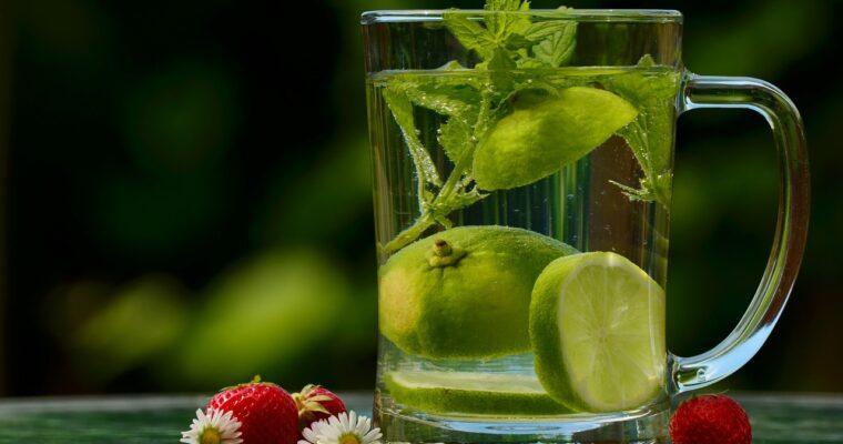 Sfaturi pentru vară: lichide şi fructe pentru sănătatea ta