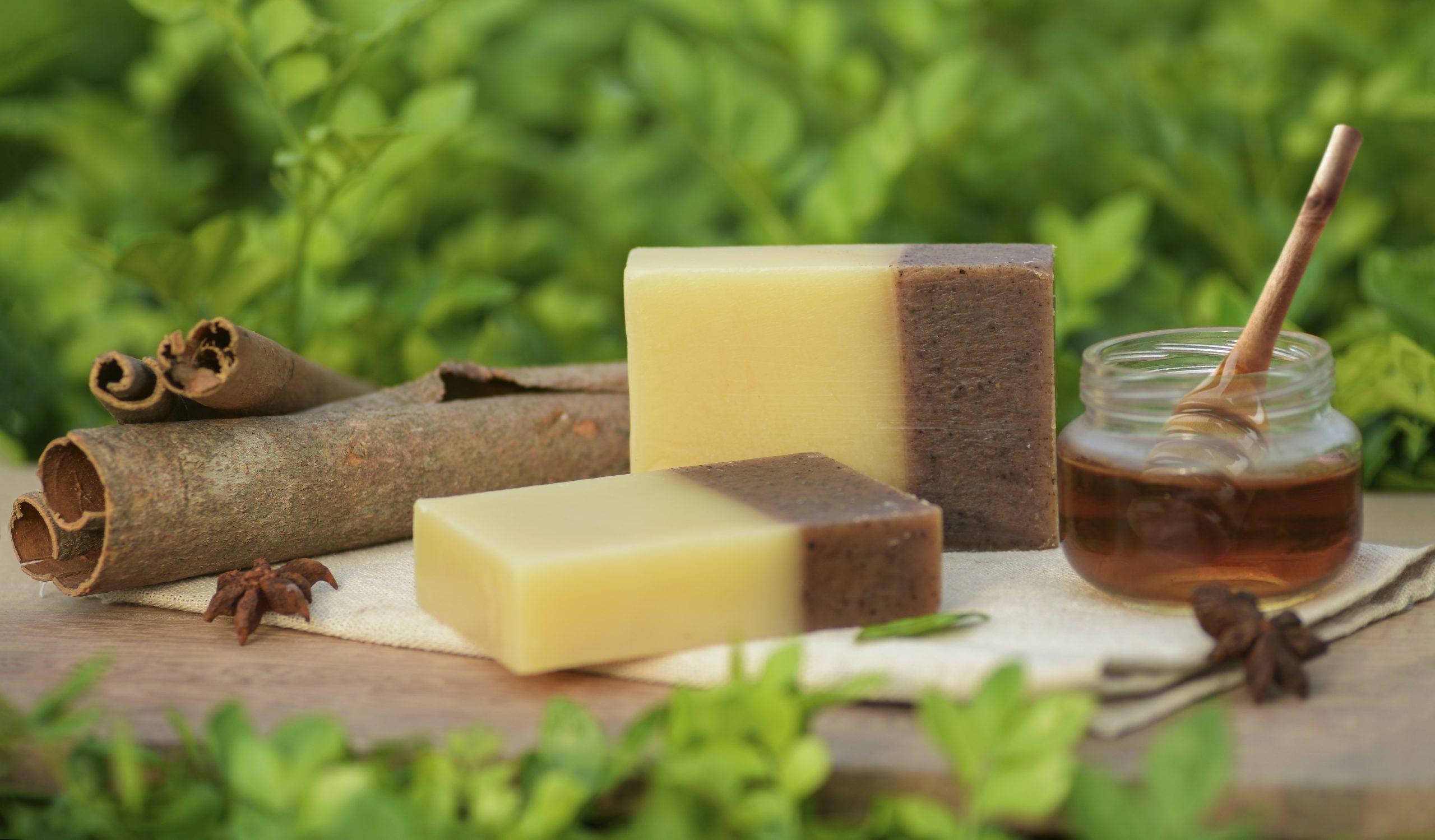 Săpunurile bio protejează pielea şi o catifelează în profunzime