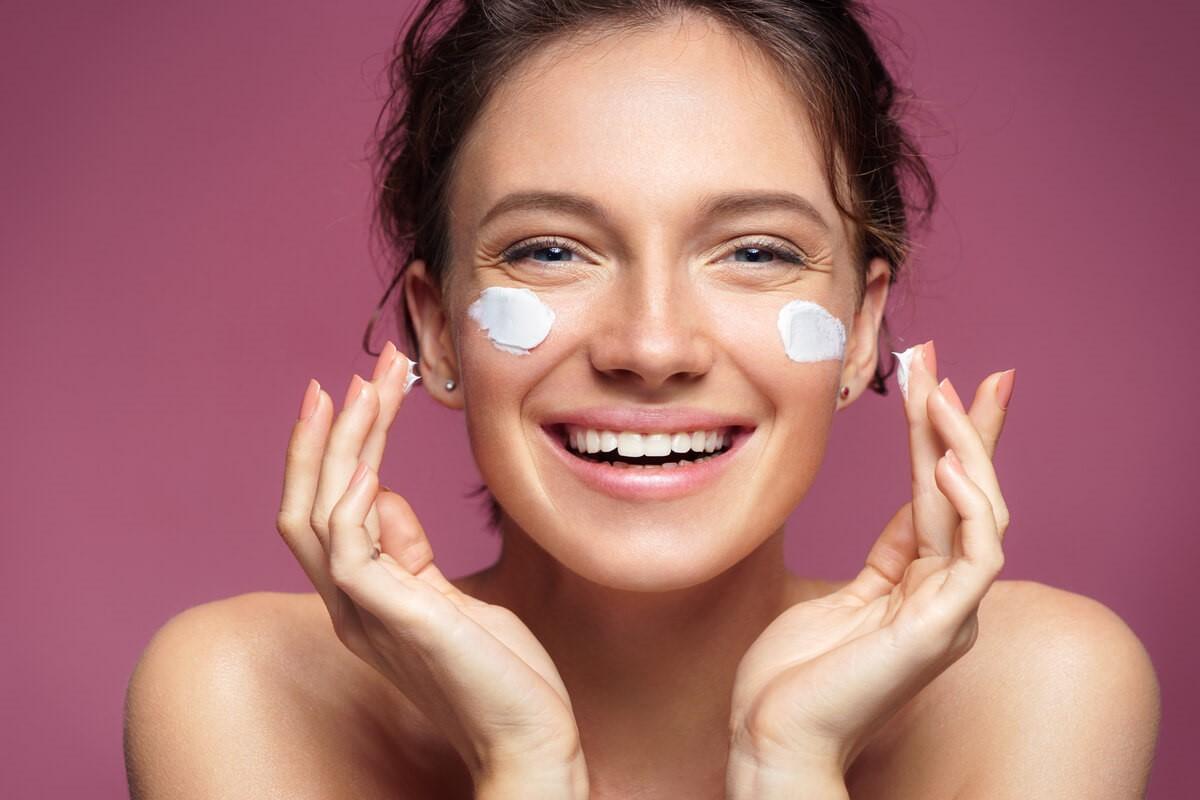 Cosmetice bio pentru o curatire adecvata a tenului – de vorba cu medicul dermatolog