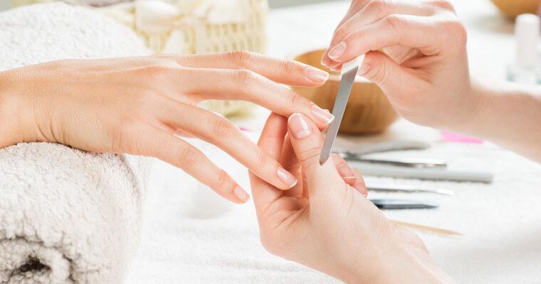 Cum pregătim mâinile înainte de aplicarea unui lac de unghii
