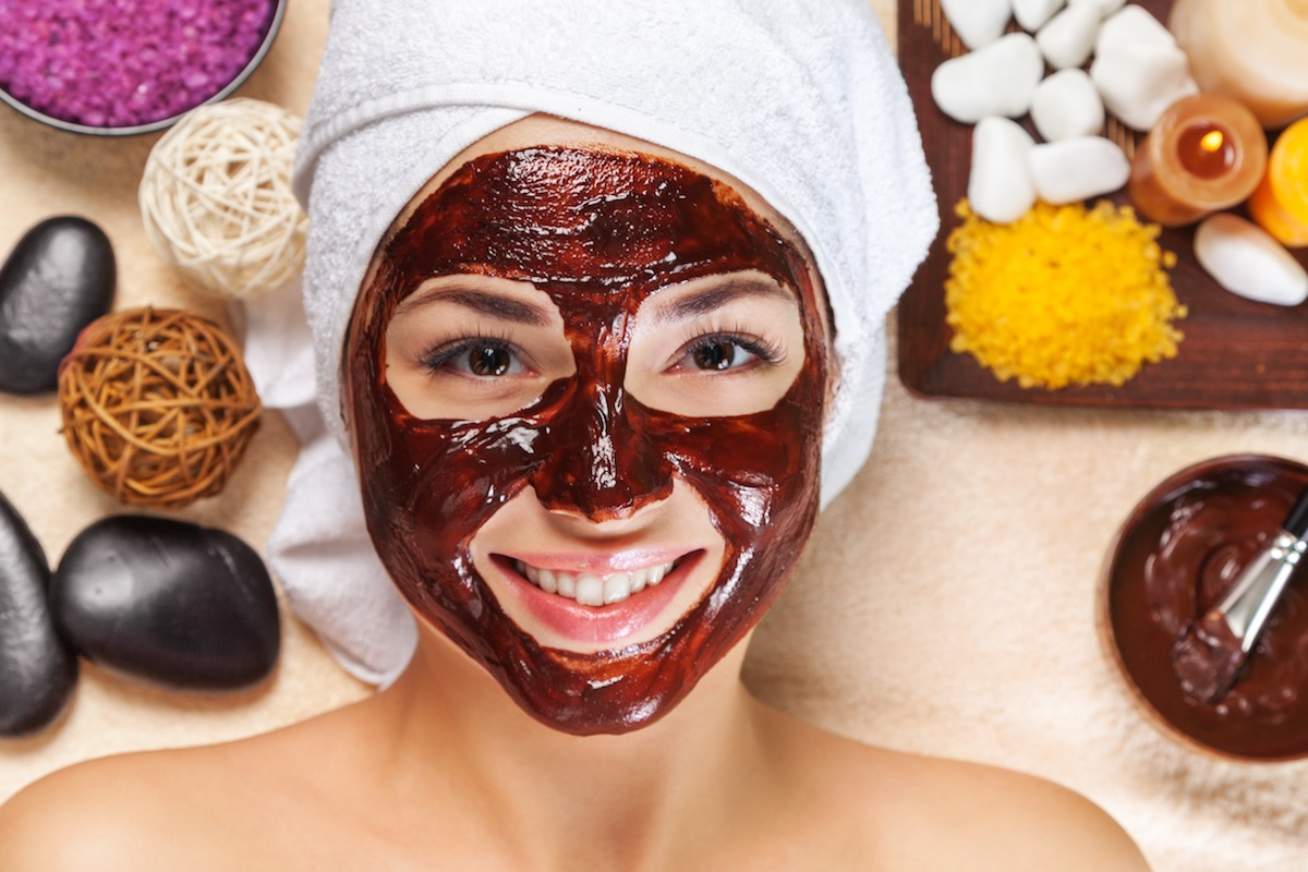 Masca de fata cu ciocolata pentru o stralucire intensa